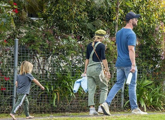 Крис Хэмсворт с Эльзой Патаки и сыном