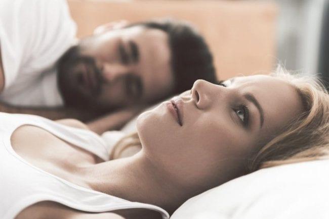 Супруги в спальне