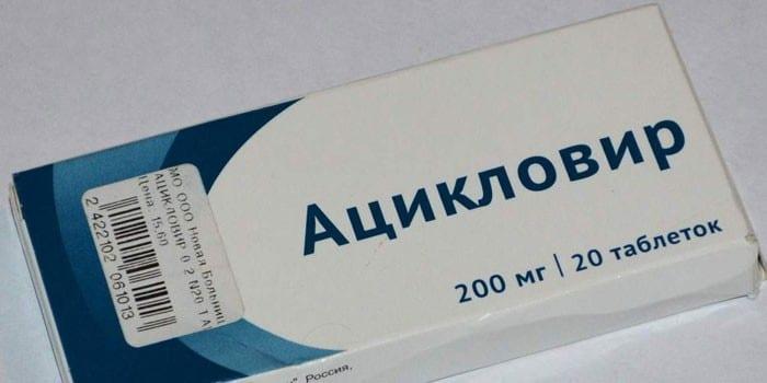 Таблетки Ацикловир в упаковке