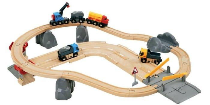 Железная дорога с переездом и грузовиками Brio Дорога и переезд 33210