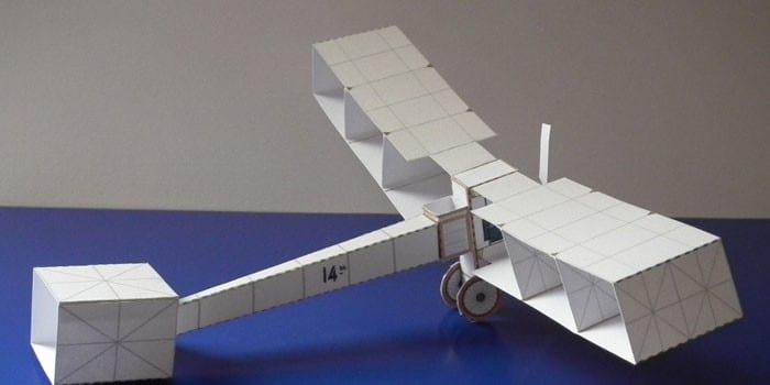 Склеенный аэроплан из бумаги