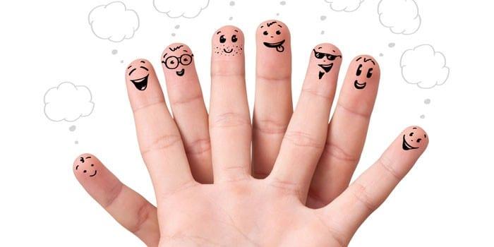 Нарисованные на пальцах смайлики