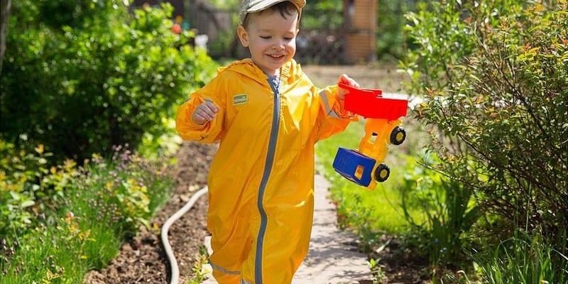 Непромокаемый комбинезон для ребенка