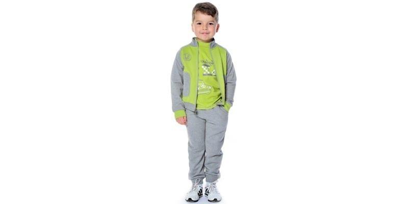 Мальчик в спортивном костюме