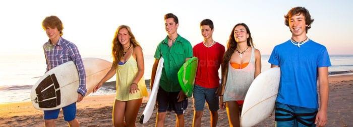 Подростки-серфингисты