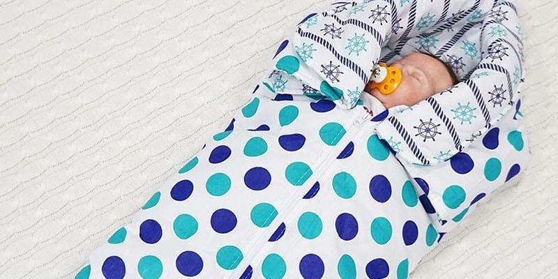 Младенец в спальном мешке