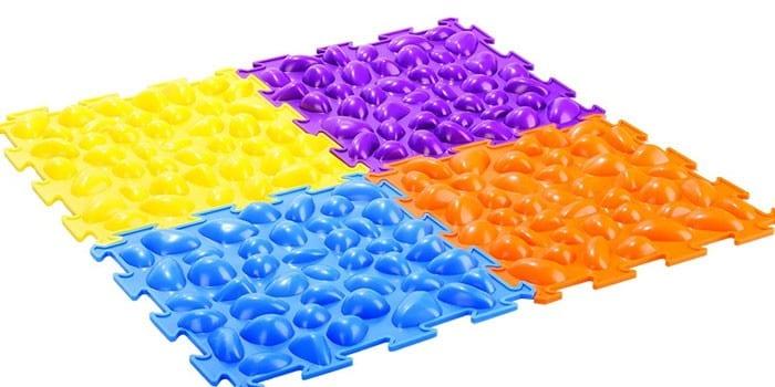 Разноцветный ортопедический коврик