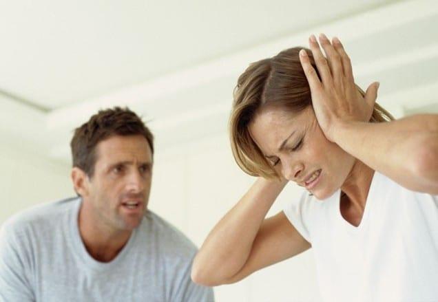 Муж кричит на супругу