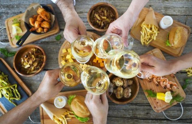 Шампанское и жареная еда