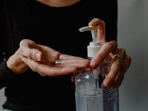Как защитить кожу рук при частом использовании мыла и санитайзеров