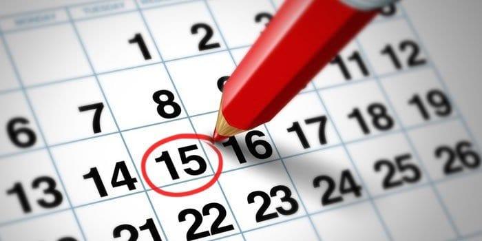 Календарь и карандаш