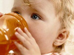 Надо ли заставлять ребенка пить, если он не хочет