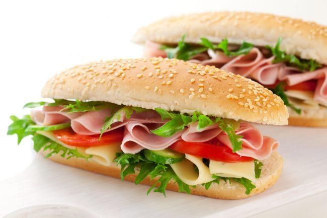 Бутерброды с ветчиной и овощами