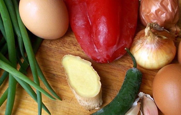 Овощи и вареные яйца