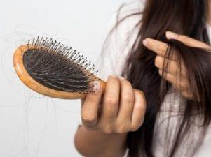 5 способов борьбы с выпадением волос после родов
