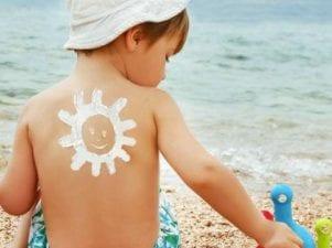9 натуральных средств от солнечных ожогов у детей на коже