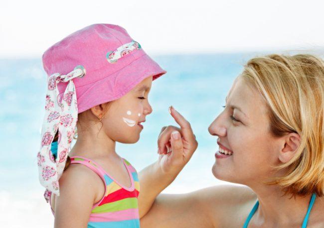 Применение крема для защиты от солнца