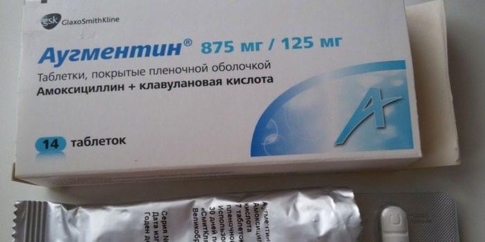 Таблетки Аугментин в упаковке