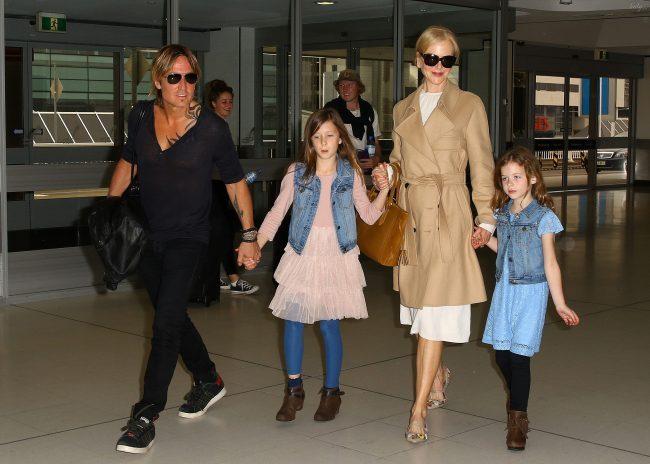 Николь Кидман с мужем и дочками