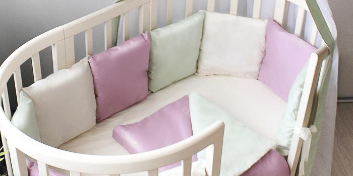 Овальная детская кроватка с разноцветными бортиками Гармония сна