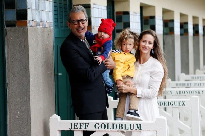 Джефф Голдблюм с женой и детьми