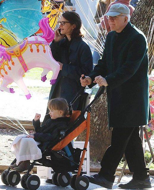 Стив Мартин с женой и сыном