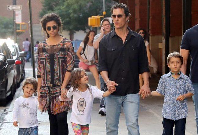 Мэттью Мак Конахи с женой и детьми
