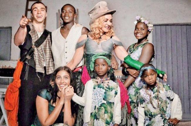 Мадонна со своими детьми
