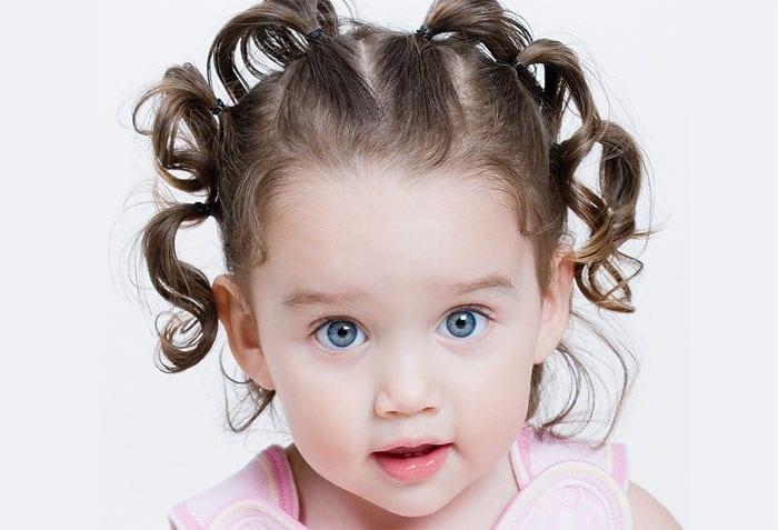 Милые хвостики из волос у девочки