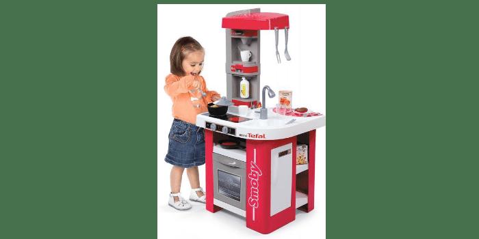 Девочка играет возле игрушечного кухонного модуля Tefal Studio (звук) Smoby 311022