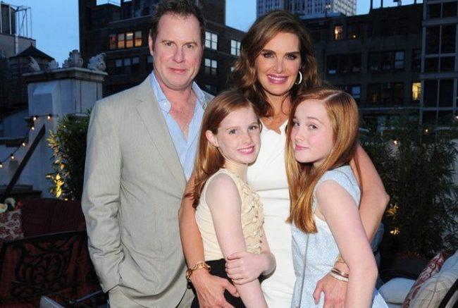 Брук Шилдс с семьей