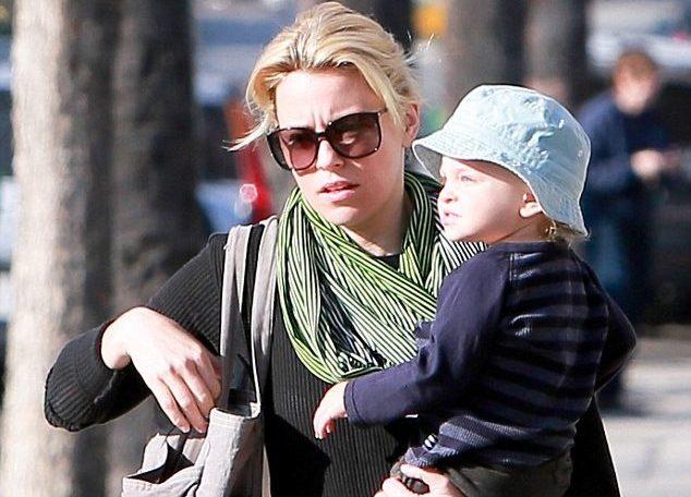 Элизабет Бэнкс с сыном