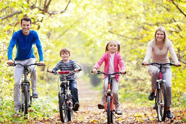 Семейная поездка на велосипедах