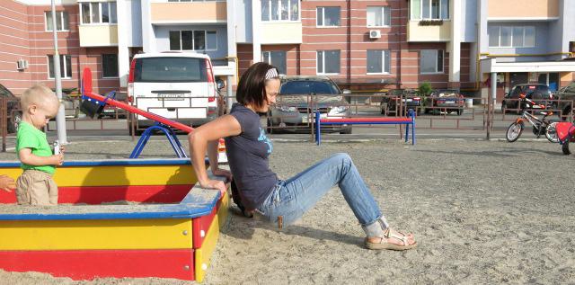 Тренировка на детской площадке