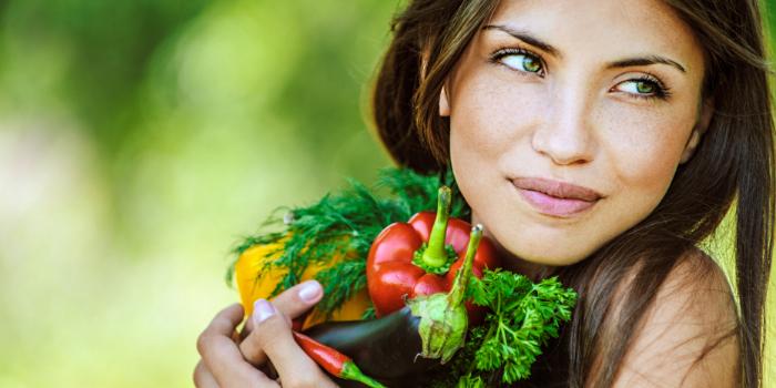 Кормящая мама с овощами
