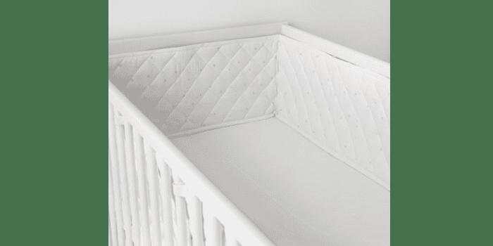 Стеганные белые бортики для кроватки новорожденного Химмельск