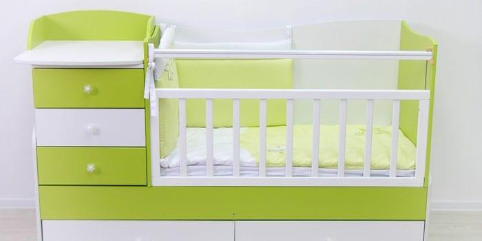 Кроватка-трансформер с тумбой и пеленальным столиком Фея 1400
