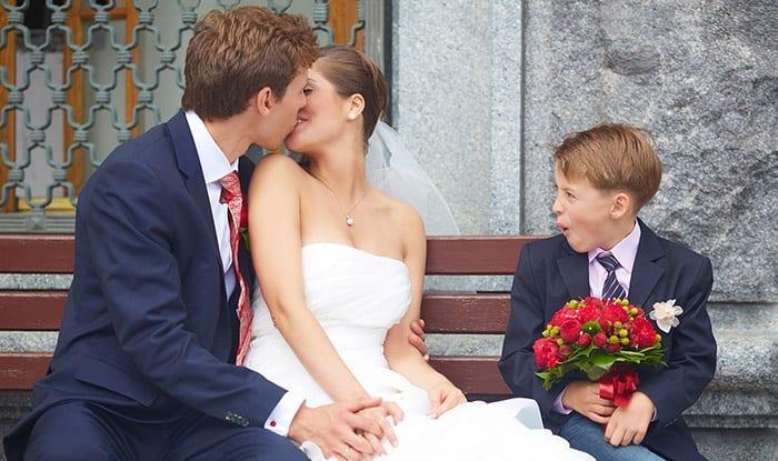 Ребенок, невеста и жених
