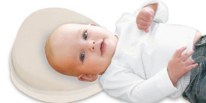 Малыш на подушке против удушья