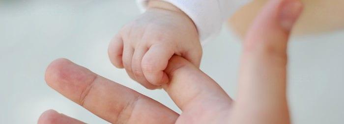 Хватательный автоматизм у новорожденных