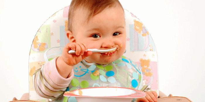 Семимесячный малыш ест самостоятельно