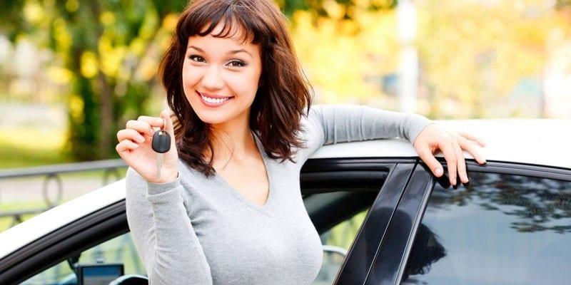 Девушка с ключом от машины