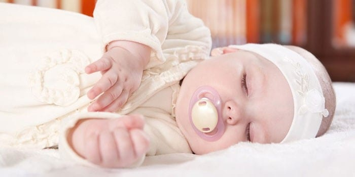 Грудной ребенок спит