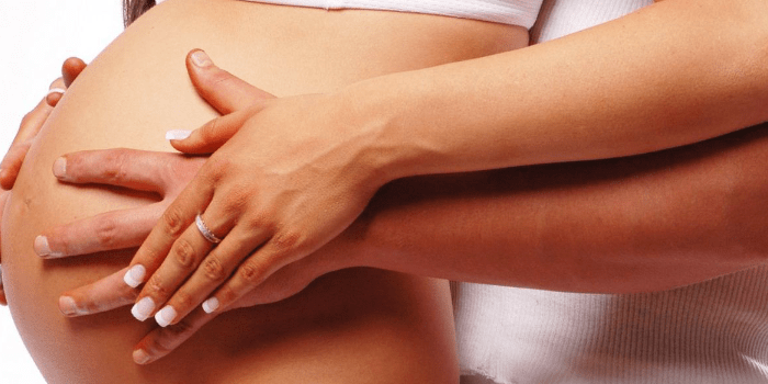 Живот беременной женщины