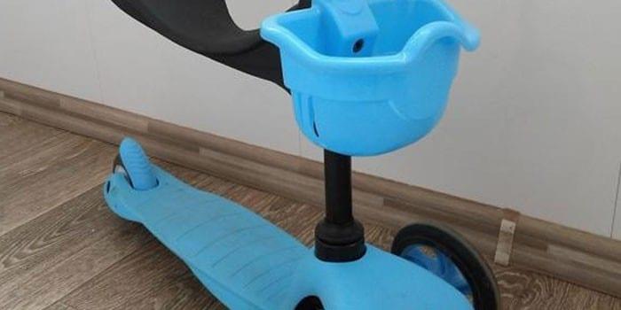 Пластиковый самокат для малышей Corol L