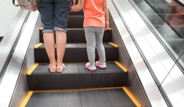 Опасности лифтов и эскалаторов для детей