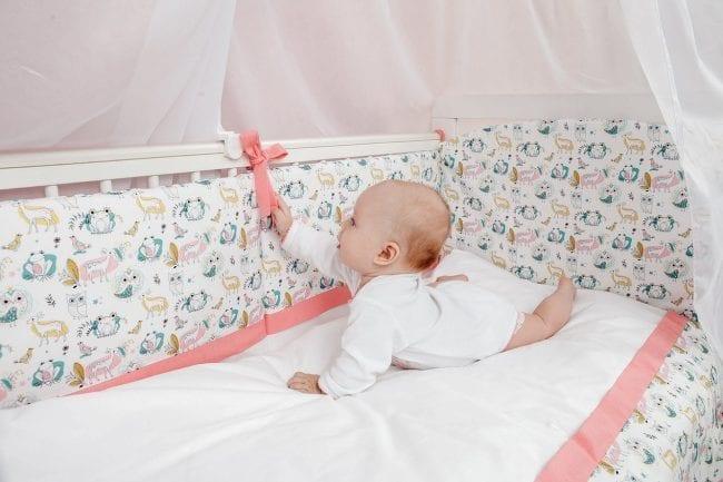 Кроватка с бортиками для новорожденного