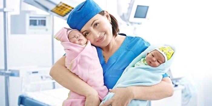 Медсестра с детьми