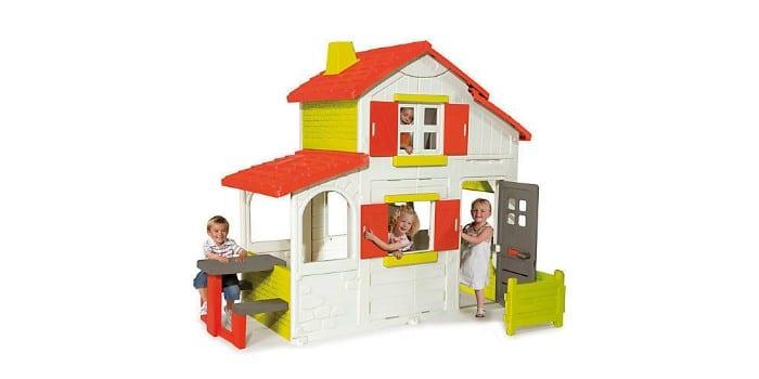 Дети в игровом коттедже Smoby