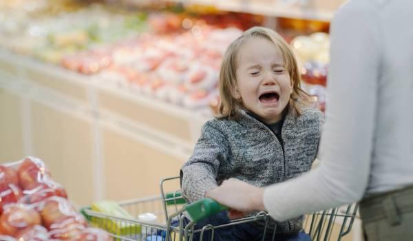 Как справиться с публичными истериками малышей